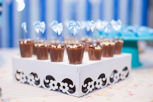 子供のパーティーや結婚式のためのお菓子やケーキ