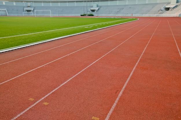 Беговая дорожка с лужайкой для фона спортсменов