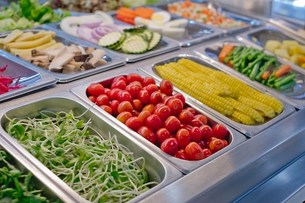 レストランで野菜とサラダバー、健康食品