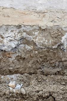 建設中のコンクリート道路の切断面