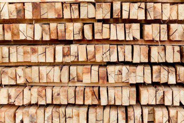 冬の暖房シーズンに備えて木材を見た