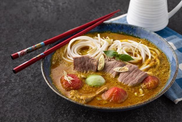 グリーンカレーとタイ料理麺