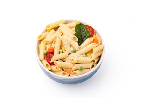 野菜とチーズの分離白スペースパスタ