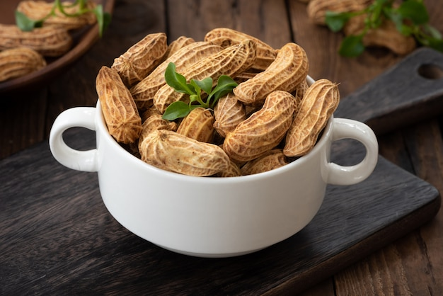木の上のピーナッツ