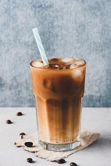 アイスコーヒーとミルク