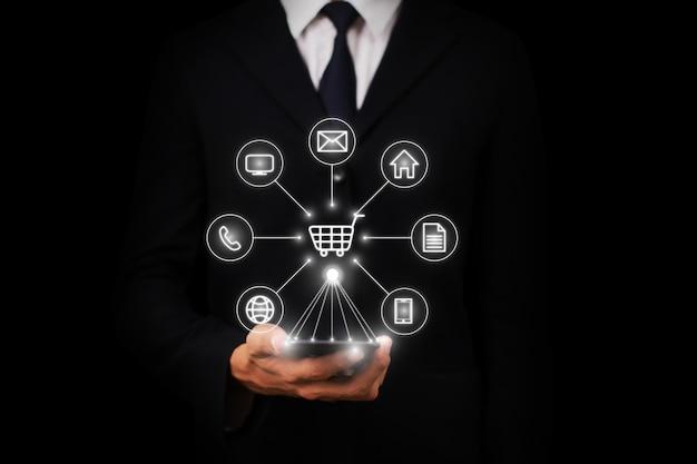 オムニチャネルまたはマルチチャネルネットワーク高速かつ簡単な取引の図。
