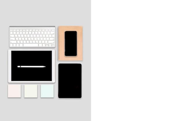 ラップトップコンピューター、デジタルタブレット、携帯電話、アクセサリーのオフィステーブル。