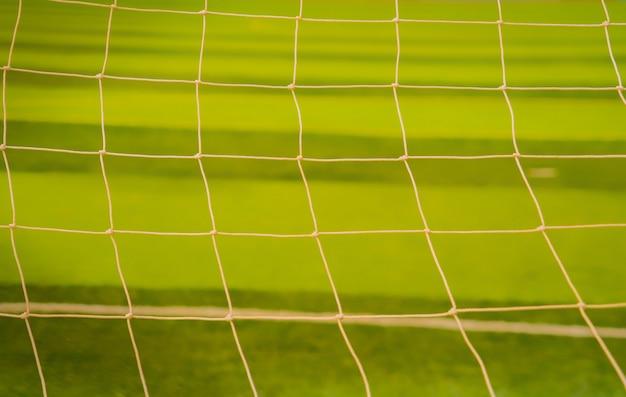 フットボールネット。緑の草の背景にネットサッカー