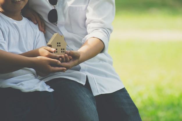 木造住宅と家族