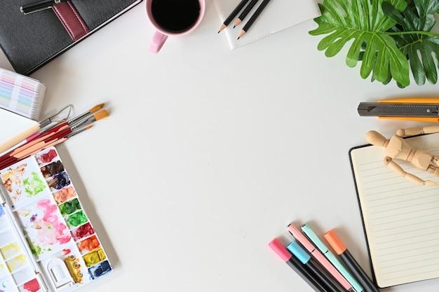 絵画作品とアーティストのワークスペース。