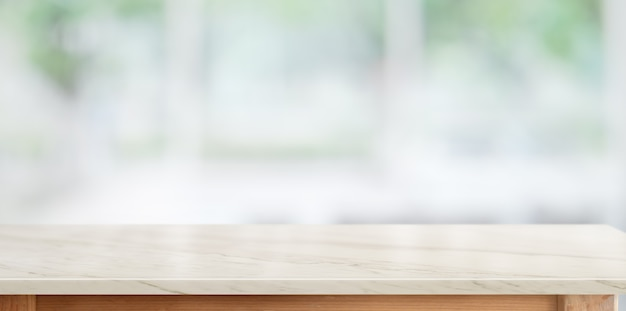 キッチンルームの背景の上の大理石のカウンターテーブル