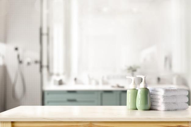 セラミックシャンプー、石鹸のボトル、バスルームの背景の上のカウンターの上のタオル