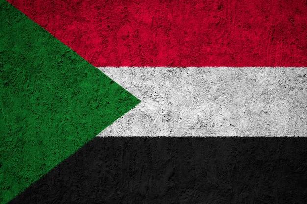 壁に描かれたスーダン旗