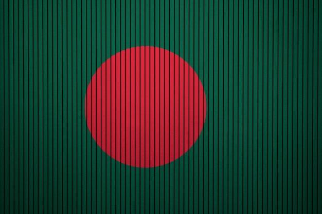 コンクリートの壁にバングラデシュの国旗を塗った