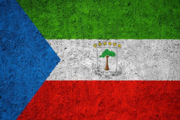 コンクリートの壁に赤道ギニアの国旗を塗った