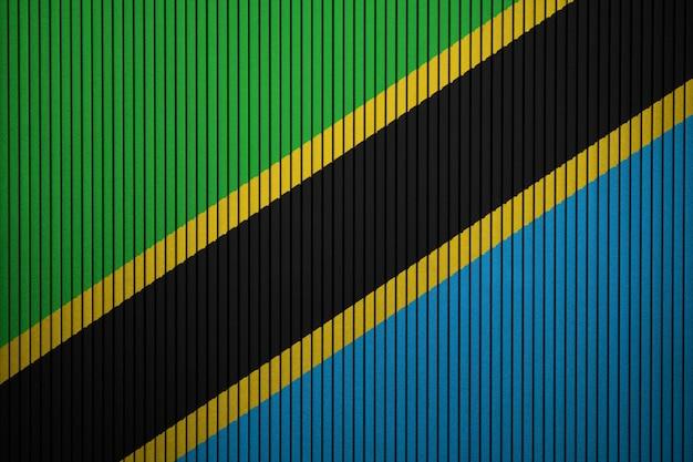 コンクリートの壁にタンザニアの国旗を塗った