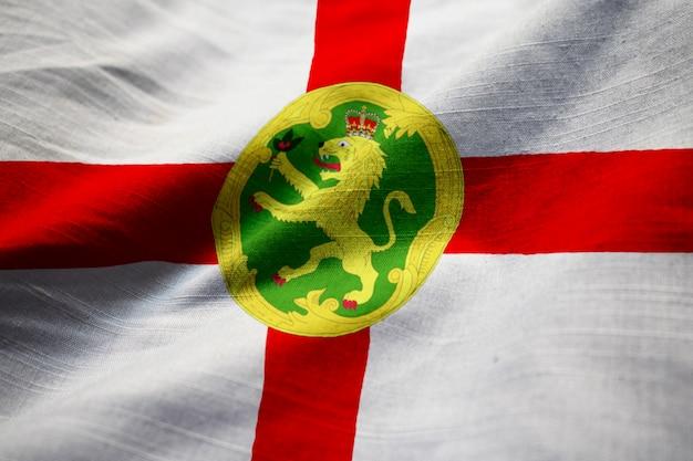 風に吹かれてオルダニーの波立たせられた旗
