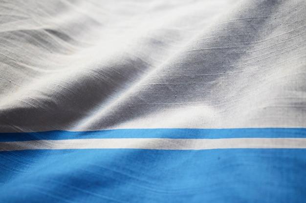 風に吹かれてアルタイ共和国の波立たせられた旗