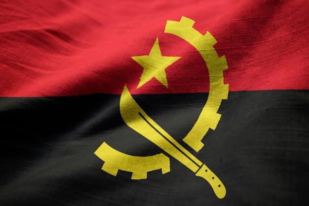 風に吹かれてアンゴラの波立たせられた旗