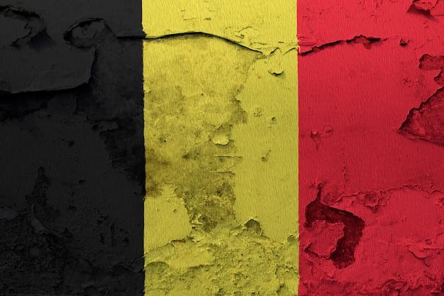 ひびの入ったコンクリートの壁に描かれたベルギーの旗