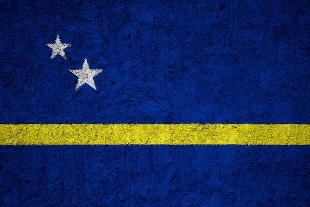 コンクリートの壁にキュラソーの旗
