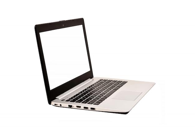 クリッピングパスと白い背景で隔離された空白の画面を持つ現代のラップトップコンピューター