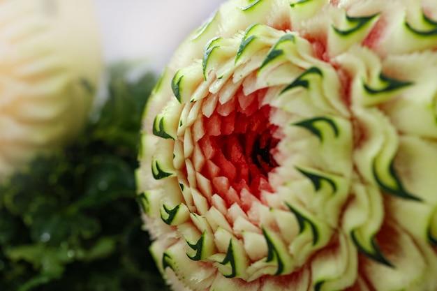 果物や野菜の彫刻、タイの果物の彫刻を表示する