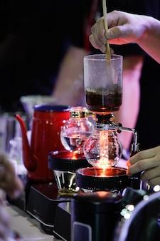 サイフォンコーヒーメーカーカフェコーヒー、コーヒーショップの仕事