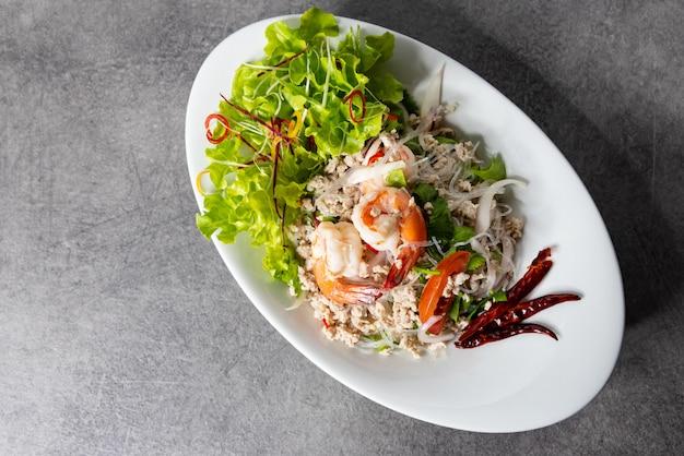 Салат из креветок с вермишелью, острый салат с лапшой, тайский острый салат