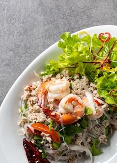 エビ春雨サラダ、スパイシーなヌードルサラダ、タイのスパイシーサラダ