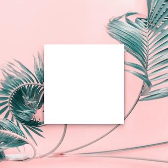 ホワイトパープルブランクパンフレットモックアップ孤立した白