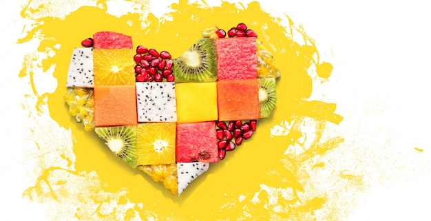Сердце символ фрукты диета концепция еда
