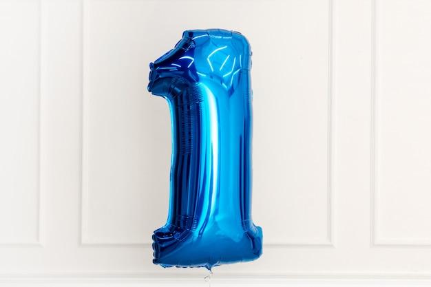 自宅で誕生日の青い風船