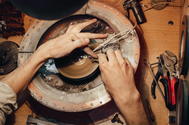 Ювелирная полировка каменного синего кубического циркония
