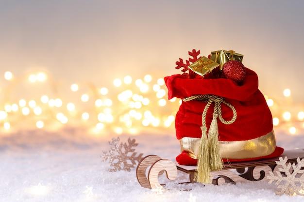 Санта-клаус красный мешок