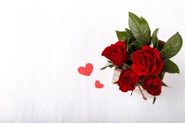 赤いバラとハート
