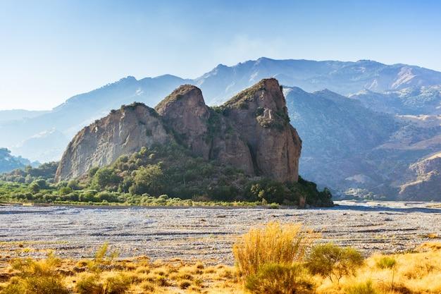 カラブリア、アメンドレアの乾いた河床の岩