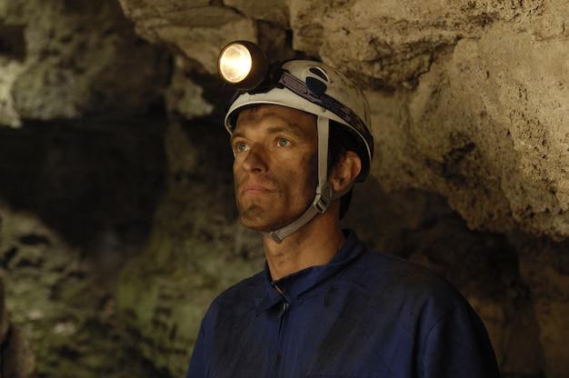 鉱山の中の鉱夫の肖像画