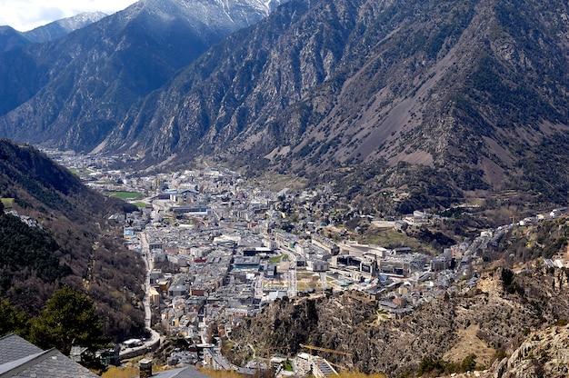 Панорамный вид с воздуха на андорра-ла-велья