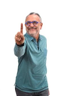 Человек с пальцем в форме числа на белом фоне