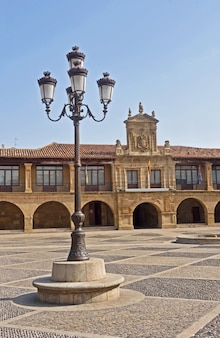 サントドミンゴデラカルサダ、ラリオハ、スペインのメイン広場