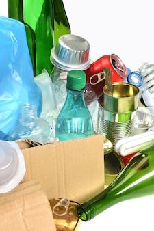 リサイクル用ゴミ、ガラス瓶、缶、ペットボトル、電球