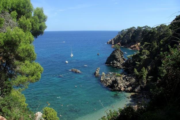 Пляж эль гольфет в калелья де палафружель, коста брава, провинция жирона, испания