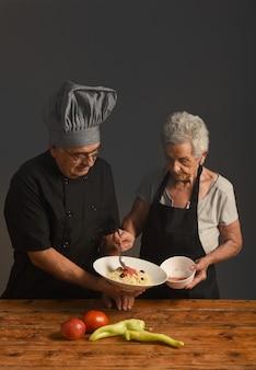 古いカップル料理人