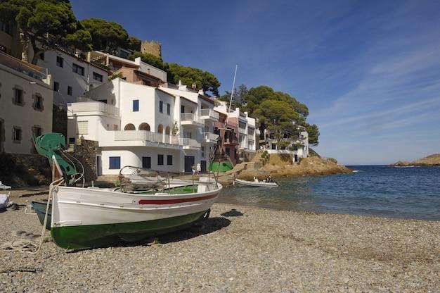 スペイン、カタルーニャ、ジローナ、コスタブラバのベガーにあるサ・ツナ・ビーチ