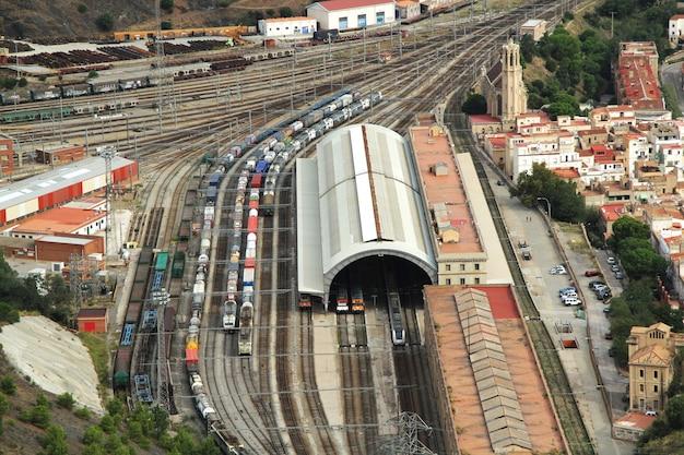 スペインコスタブラバジローナの空撮鉄道駅ポルトボウ