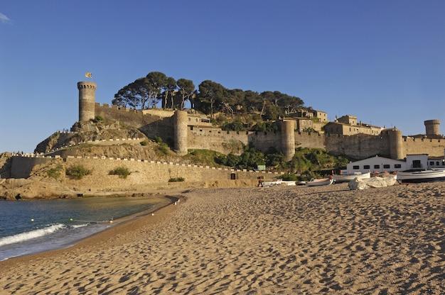 Деревня тосса де мар, коста брава, провинция жирона, испания