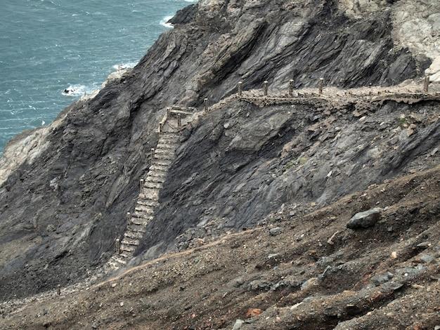 スペイン、ジローナ、コスタブラバのポルトボウ近くの海の階段