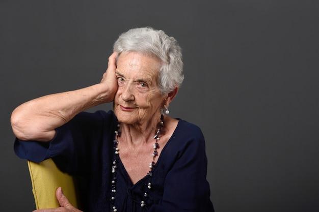 年配の女性の肖像画