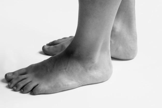 アキレス腱、女性の足